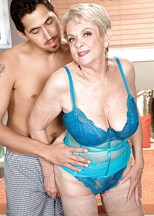 Free Housewife porn galleries at Saggy Tits Pics.com